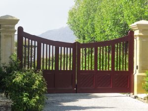 swinging-gates-aluminium-slat-custom-made