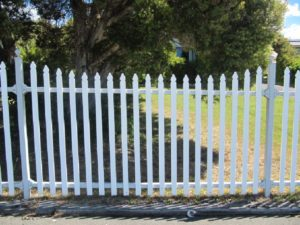 edwardian-metal-picket-fencing-page-jacobean-fencing-picture