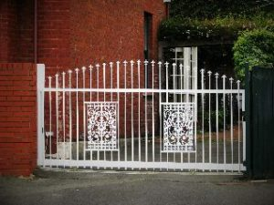 sliding-gates-victorian-style-lace-work