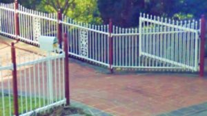 georgian-tubular-metal-fencing-classic-cream