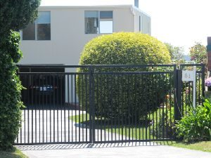 swinging-gates-double-top-rail