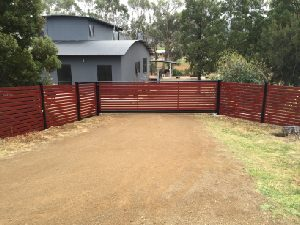 sliding-gates-red-aluminium-slats