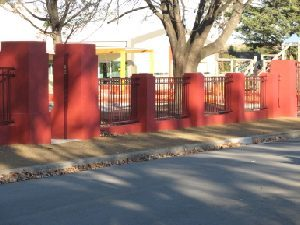 imperial/tudor-tubular-fencing-style-manor-red
