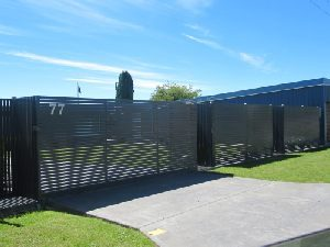 sliding-gates-powdercoated-aluminium-slats