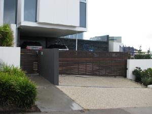 sliding-gates-aluminium-slat-wood-look