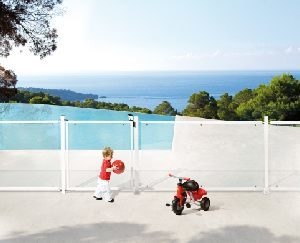 swimming-pool-gate-lock-with-child